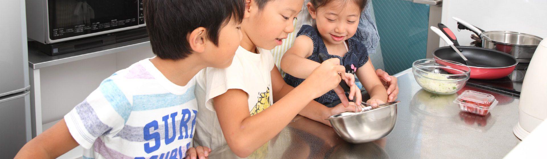 子供とホットケーキづくり